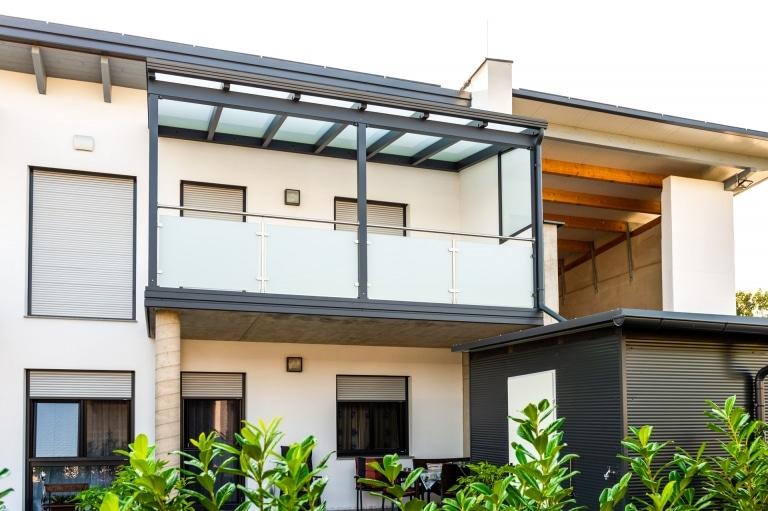 Terrassendach Alu 107 a | Aluminium-Mattglas-Dach auf Terrasse im ersten Stock, anthrazit| Svoboda