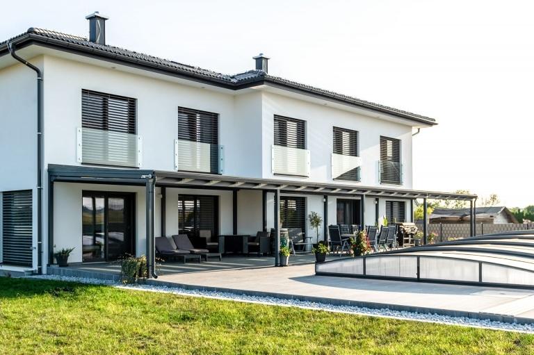 Terrassendach Alu 109 d | XXL-Terrassendach Aluminium 7016 mit KGlas bei Doppelterrasse | Svoboda